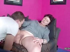 son porn - Stiefsohn erwischt Mutter beim Wichsen und darf sie ficken