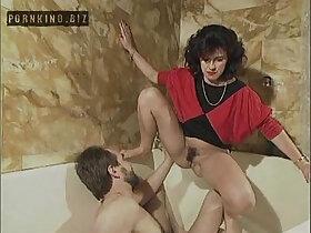 family porn - Familie Immerscharf Von Einem Schwanz Zum Naechsten 1996