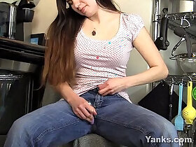 brunette porn - Brunette Cutie Masturbating