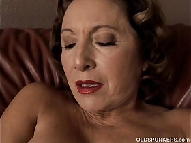 big tits porn - Gorgeous granny with nice big tits sucks and fucks her juicy pussy for you