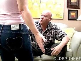 blowjob porn - Cute chubby MILF gives a great blowjob