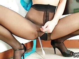 babe porn - Hot legs babe Rachel Evans nylon pantyhose masturbation