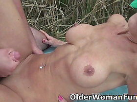 mommy porn - Mommy sucks and fucks outdoors