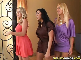 beach porn - Brianna Beach, Veronica, Alana tease a nerd